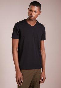 HUGO - 2 PACK - T-Shirt basic - black - 1