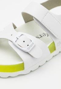 Kickers - SUNKRO - Sandals - blanc/jaune - 5