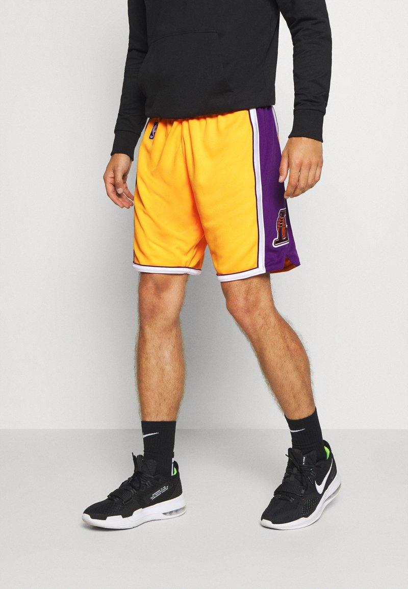 Mitchell & Ness - LA LAKERS NBA AUTHENTIC - Short de sport - light gold