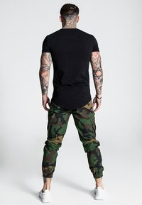 SIKSILK - FITTED CUFF PANTS - Cargo trousers - camo - 2