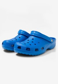 Crocs - CLASSIC UNISEX - Pool slides - bright cobalt - 2