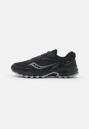 EXCURSION TR15 GTX - Běžecké boty do terénu - black/shadow