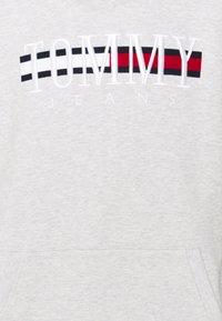 Tommy Jeans - TIMELESS HOODIE UNISEX - Sweatshirt - silver grey - 6