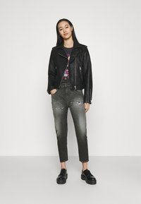 Diesel - D-FAYZA-T - Relaxed fit jeans - washed black - 1