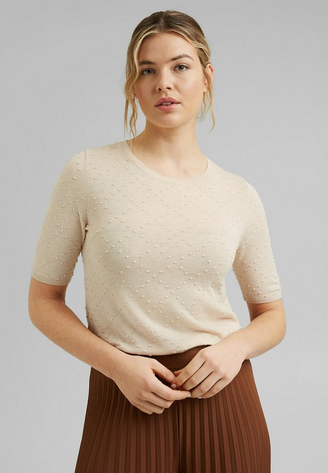 MIT PUNKTE-STRUKTUR - T-shirt basic - cream beige