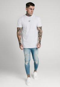SIKSILK - DISTRESSED SUPER - Jeans Skinny Fit - light wash denim - 1