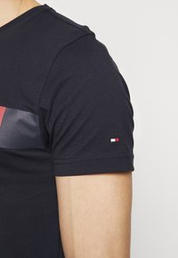Tommy Hilfiger - T-shirt con stampa - blue - 5