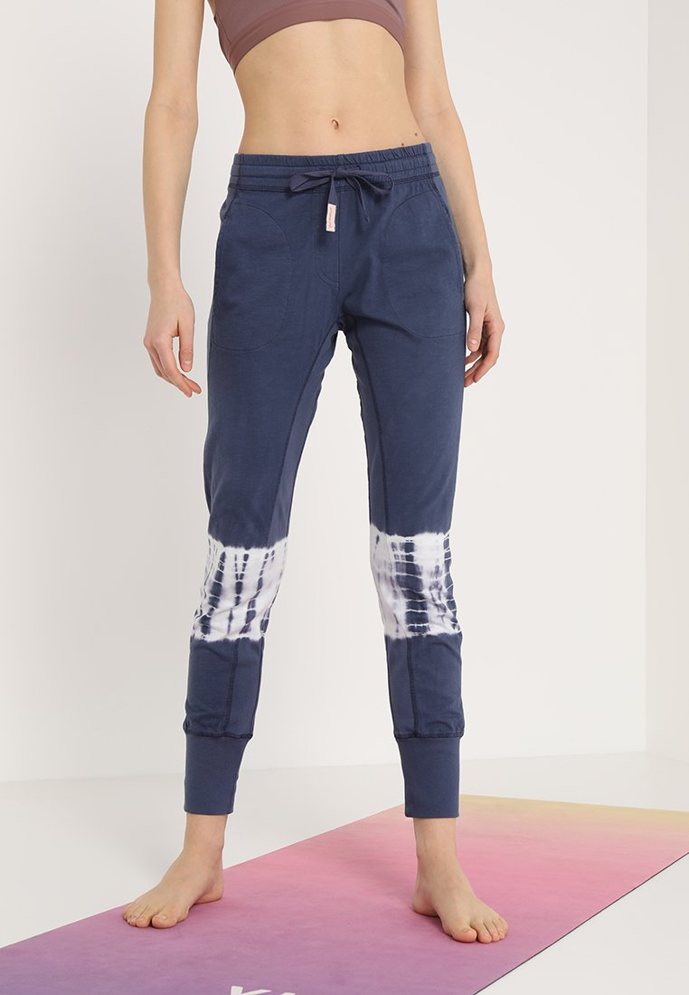 Yogasearcher - RACINE - Tracksuit bottoms - night