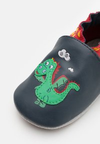Robeez - HOT DRAGON - First shoes - marine/rouge - 5