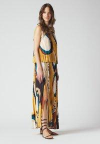 Manila Grace - Maxi dress - senape - 1