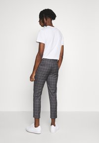 New Look - GRID CROP - Kalhoty - light grey - 2