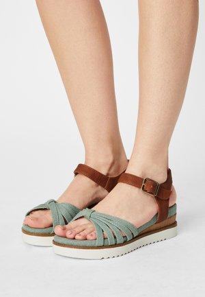 Platform sandals - green