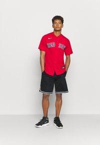 Nike Performance - MLB BOSTON RED SOX OFFICIAL REPLICA ALTERNATE - Klubové oblečení - scarlet - 1