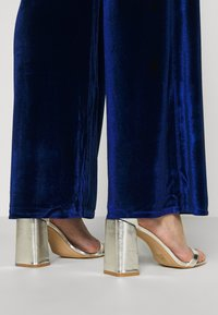 Missguided - BELTED WIDE LEG TROUSER - Trousers - navy - 3