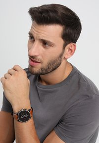 Fossil Smartwatches - EXPLORIST - Smartwatch - braun - 0