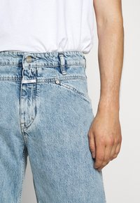 CLOSED - X LENT - Jeans Tapered Fit - light blue - 5