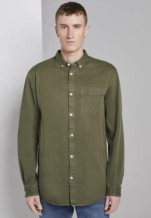 MIT BRUSTTASCHE - Overhemd - faded moss green