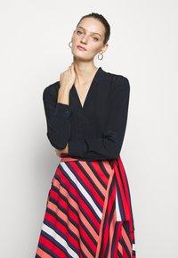 Diane von Furstenberg - TILDA - A-line skirt - shadow/pop red - 3