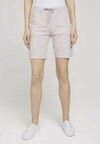 TOM TAILOR - Shorts - beige thin stripe - 0