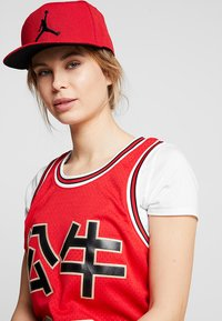 Jordan - JORDAN PRO JUMPMAN SNAPBACK - Caps - gym red/black - 4