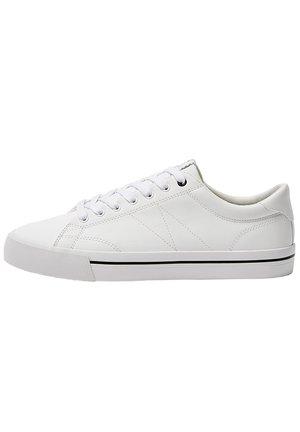 SNEAKER MIT BLOCKABSATZ MIT STREIFEN 12209540 - Sneakers basse - white