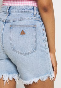 Abrand Jeans - A CLAUDIA CUT OFF - Jeans Shorts - emily - 4