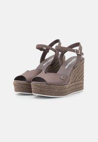 Calvin Klein Jeans - WEDGE ANKLE STRAP  - Platform sandals - dusty brown - 2