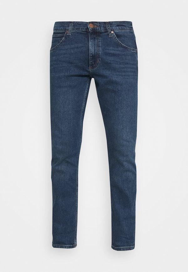 Wrangler GREENSBORO - Jeansy Straight Leg - light blue denim/niebieski denim Odzież Męska LFMI