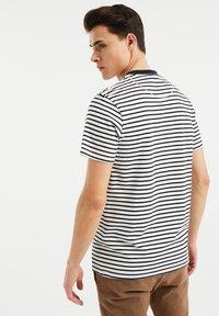 WE Fashion - MET STREEPDESSIN - Print T-shirt - white - 2
