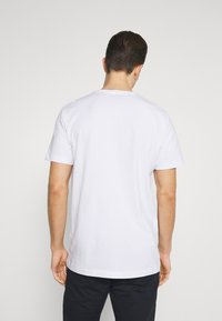 Selected Homme - SLHJUDE O NECK TEE - Basic T-shirt - bright white - 2