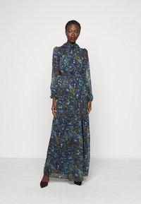 Hope & Ivy Tall - ESME - Maxi šaty - multicolor - 0