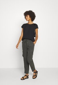 Opus - MUNDINI - Trousers - oliv tree - 1