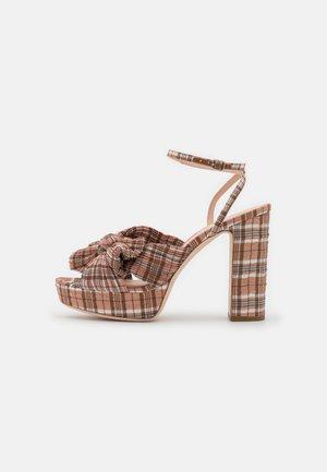 NATALIA - Korolliset sandaalit - nude