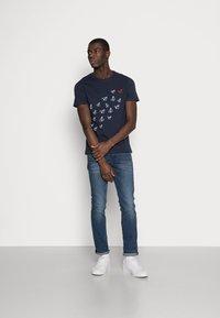 Pier One - T-shirt med print - dark blue - 1