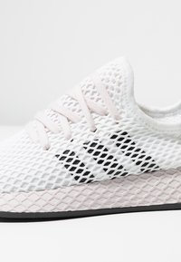 adidas Originals - DEERUPT RUNNER - Sneakers - footwear white/core black/orchid tint - 2