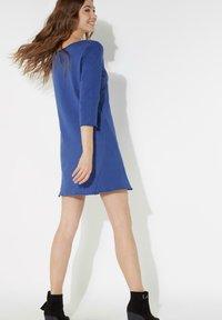 Tezenis - MIT U-BOOT-AUSSCHNITT - Jersey dress - cobalt - 1