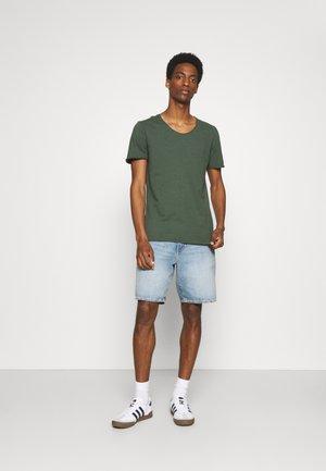 SLHNEWMERCE O NECK TEE 3PACK - Basic T-shirt - black/dove melange/cilantro melan