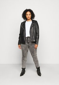 Calvin Klein Jeans Plus - PLUS LOGO TRIM TEE - Print T-shirt - white - 1