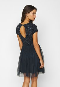 Lace & Beads Petite - NESSIA - Cocktailkjole - navy - 2