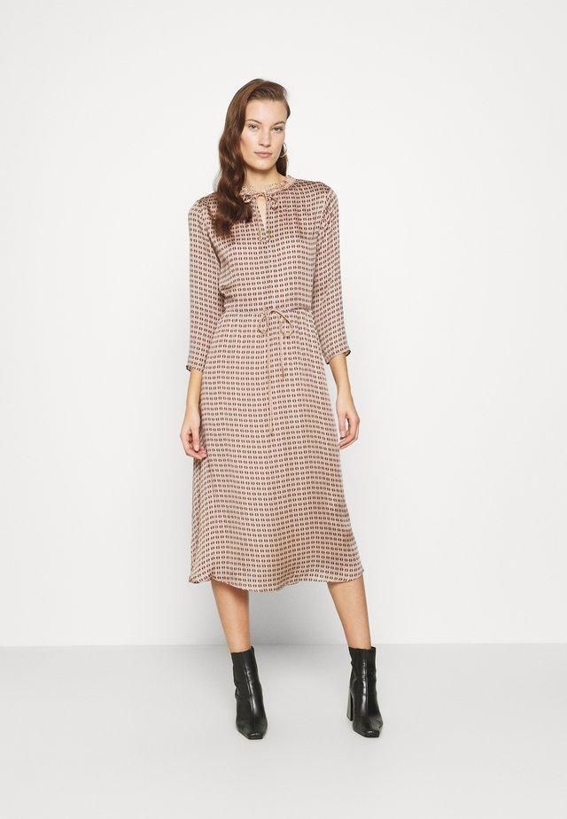 BECCA RETRO DRESS - Denní šaty - wet weather