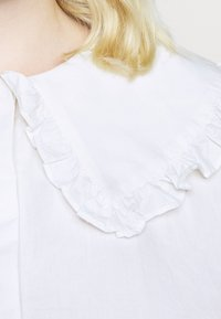 Glamorous Curve - OVERSIZE COLLAR - Blouse - white - 5