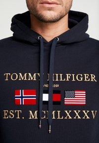 Tommy Hilfiger - MULTI FLAG - Hoodie - blue - 5