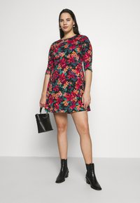 CAPSULE by Simply Be - DIPPED HEM SWING DRESS - Jersey dress - pink floral - 2