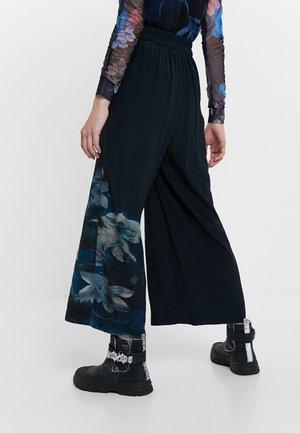 GABRIELA - Pantaloni - blue