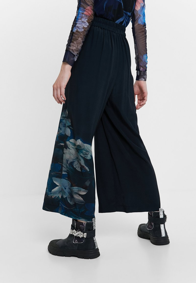 Desigual - GABRIELA - Pantalon classique - blue