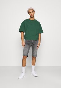 Tommy Jeans - RONNIE - Shorts di jeans - devon grey stretch - 1
