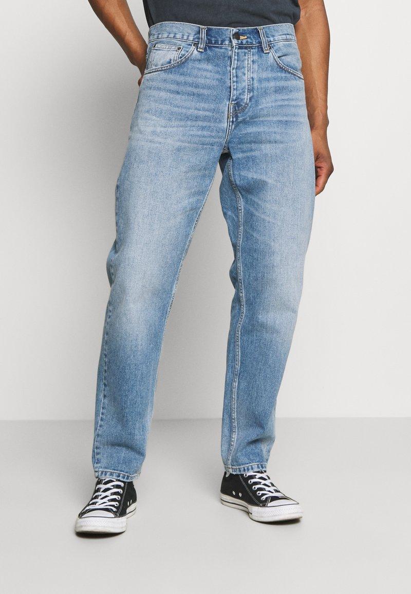 Carhartt WIP - NEWEL PANT MAITLAND - Relaxed fit -farkut - blue worn bleached