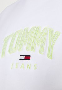 Tommy Jeans - LIGHTWEIGHT CREW - Mikina - white - 3