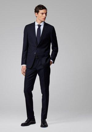 HUGE6/GENIUS5 - Costume - dark blue