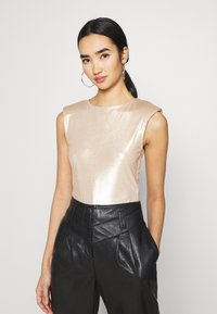 Miss Selfridge - SHOULDER PAD BODY - Top - champagne - 0